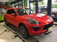 Print Tech Porsche Macan Vollfolierung Racing Red Uni Tuning 5 190x143 Print Tech Porsche Macan mit Vollfolierung in Racing Red Uni