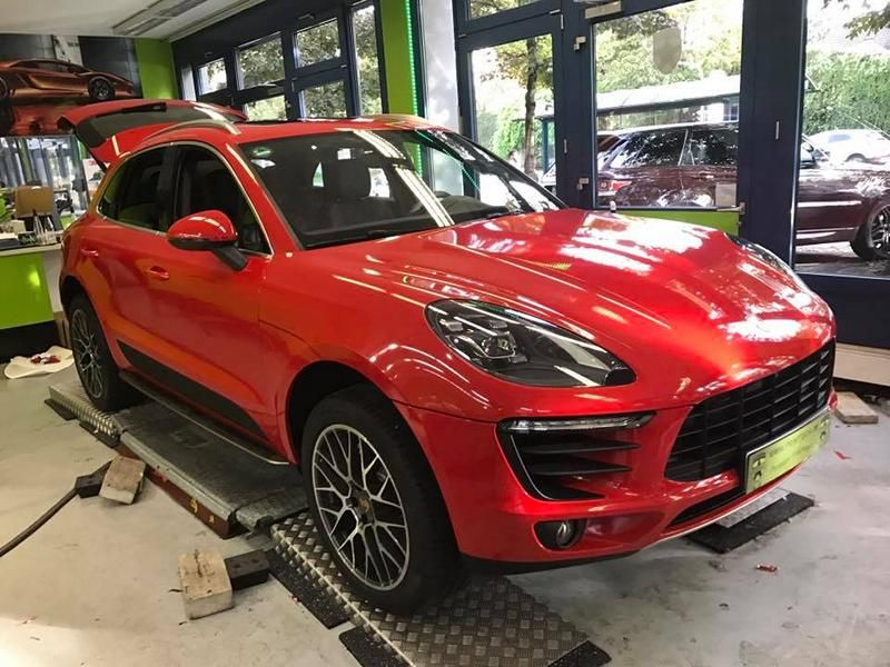 print-tech-porsche-macan-vollfolierung-racing-red-uni-tuning-5