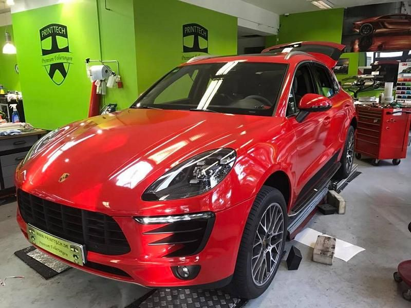 Print Tech Porsche Macan Vollfolierung Racing Red Uni Tuning 7 Print Tech Porsche Macan mit Vollfolierung in Racing Red Uni
