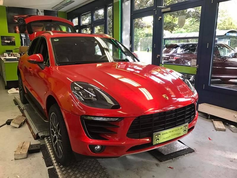 print-tech-porsche-macan-vollfolierung-racing-red-uni-tuning-9