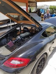 porsche cayman gets ford coyote 50 v8 engine swap out for 911 blood 4 190x253 Video: Porsche Cayman mit Ford Mustang V8 Motor