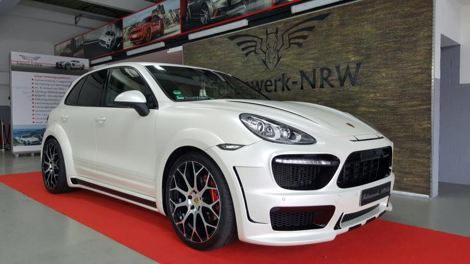 Porsche Cayenne Prior Widebody PD600 tuning 2 Porsche Cayenne mit Prior Widebody und 22 Zöllern by Folienwerk