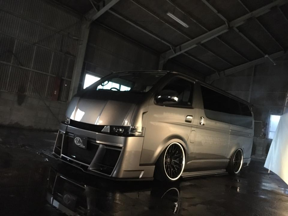 Bodykit Toyota Hiace 2000 2016 Bus Airride 8 Extrem anders   Toyota 200 Hiace vom Tuner Kuhl Racing