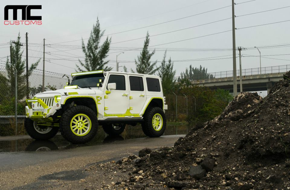 Jeep Wrangler Tuning MC Customs Offroad 1 Weiß & leuchtend Grün   Jeep Wrangler von MC Customs