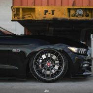 Vorsteiner V FF 107 Ford Mustang Airride Tuning 6 190x190 Knallgelber Ford Mustang GT auf Vorsteiner V FF 107 Felgen