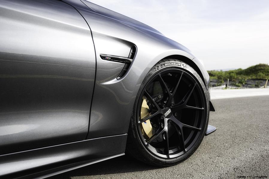 BMW M4 F82 Racing Parts Tuning 1 Ready to Race   BMW M4 F82 Coupe auf dem Track