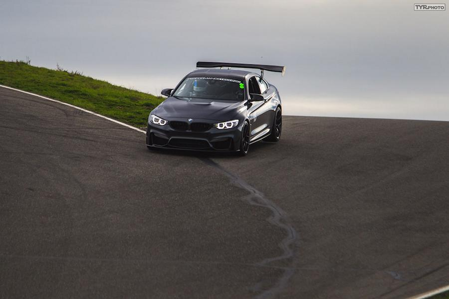 BMW M4 F82 Racing Parts Tuning 2 Ready to Race   BMW M4 F82 Coupe auf dem Track