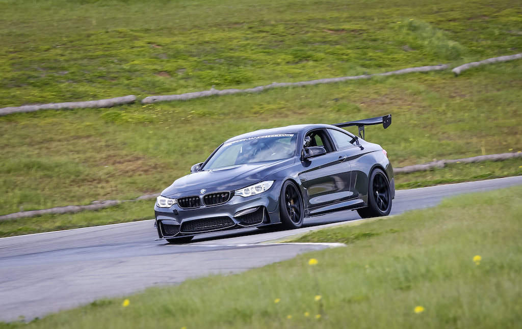 BMW M4 F82 Racing Parts Tuning 7 Ready to Race   BMW M4 F82 Coupe auf dem Track