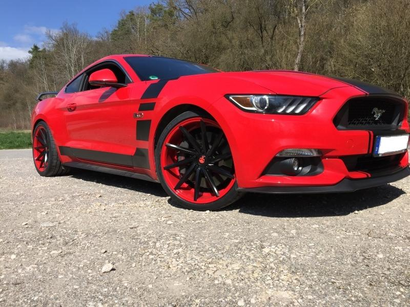 Ford Mustang GT Rot schwarz Tuning 2 Leserauto: Ford Mustang GT in Rot mit schwarzen Akzenten