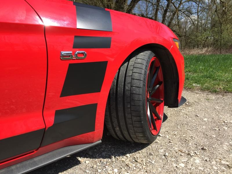 Ford Mustang GT Rot schwarz Tuning 3 Leserauto: Ford Mustang GT in Rot mit schwarzen Akzenten