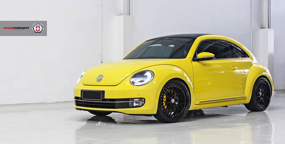 vw beetle 5c in gelb auf schwarzen hre classic 300 felgen. Black Bedroom Furniture Sets. Home Design Ideas