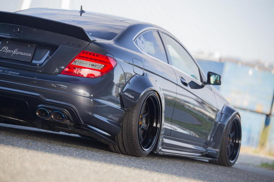 Liberty Walk Widebody Mercedes C63 AMG W204 3DSM Tuning 8 Liberty Walk Widebody Mercedes C63 AMG auf 3DSM Alu's