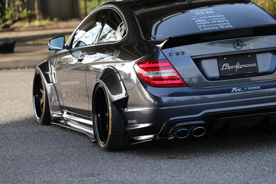 Liberty Walk Widebody Mercedes C63 AMG W204 3DSM Tuning 9 Liberty Walk Widebody Mercedes C63 AMG auf 3DSM Alu's