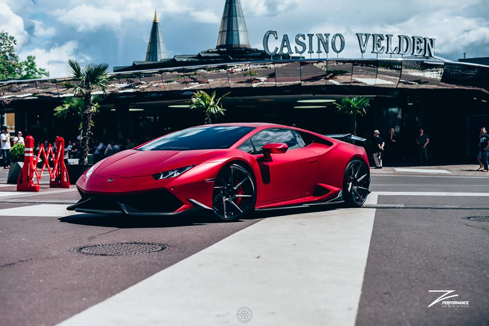 1 Cherry Red Folierung am Z Performance Lamborghini Huracan