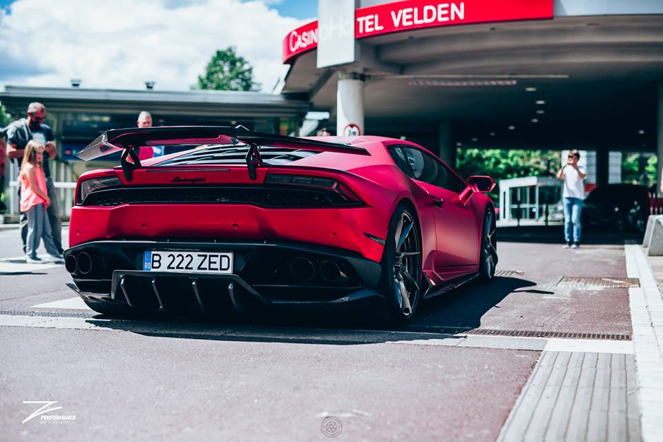 2 Cherry Red Folierung am Z Performance Lamborghini Huracan