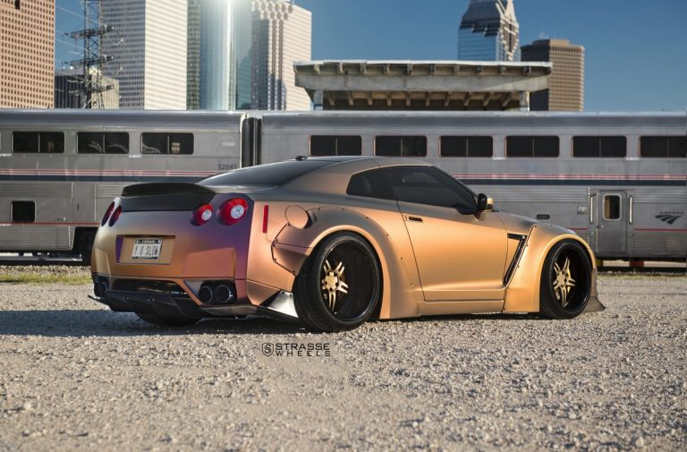 Liberty Walk Widebody Nissan GT R Strasse SPR5 9 Liberty Walk Widebody Nissan GT R auf Strasse SP5R Alu's