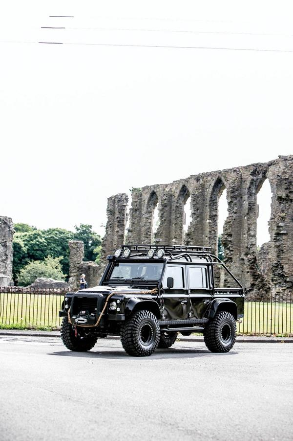 Tweaked Automotive LandRover Defender Spectre Tuning 2 Fotostory: Tweaked Automotive LandRover Defender Spectre