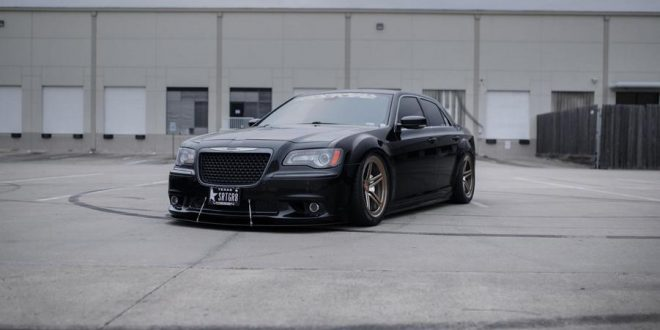 bullig chrysler 300 srt8 auf vossen lc 102 felgen. Black Bedroom Furniture Sets. Home Design Ideas