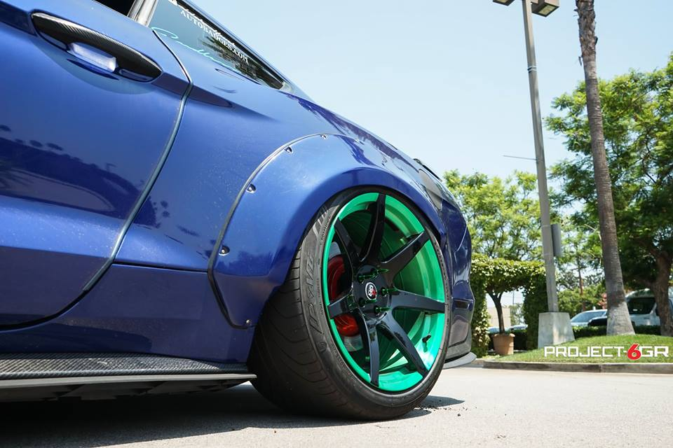 Widebody Ford Mustang Project 6GR Tuning 6 Verrückt Widebody Ford Mustang auf Project 6GR Alu's