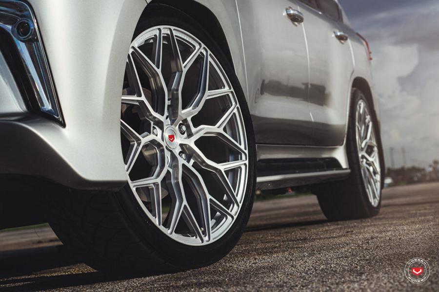 Lexus LX570 Vossen Forged S17 01 C2A9 Vossen Wheels 2017 1005 1047x698 Noch einer   Lexus LS 570 mit 24 Zoll Vossen S17 01 Alus