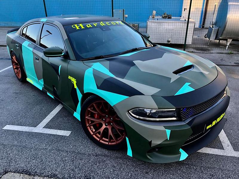 Dodge Charger Vollfolierung Camouflage Tuning 3 Dodge Charger Vollfolierung im schrillen Camouflage Design