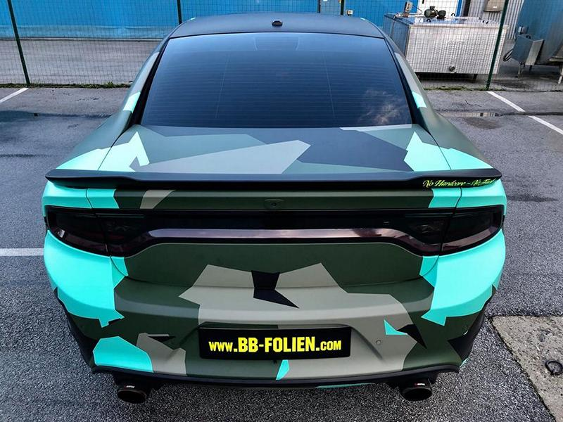 Dodge Charger Vollfolierung Camouflage Tuning 8 Dodge Charger Vollfolierung im schrillen Camouflage Design