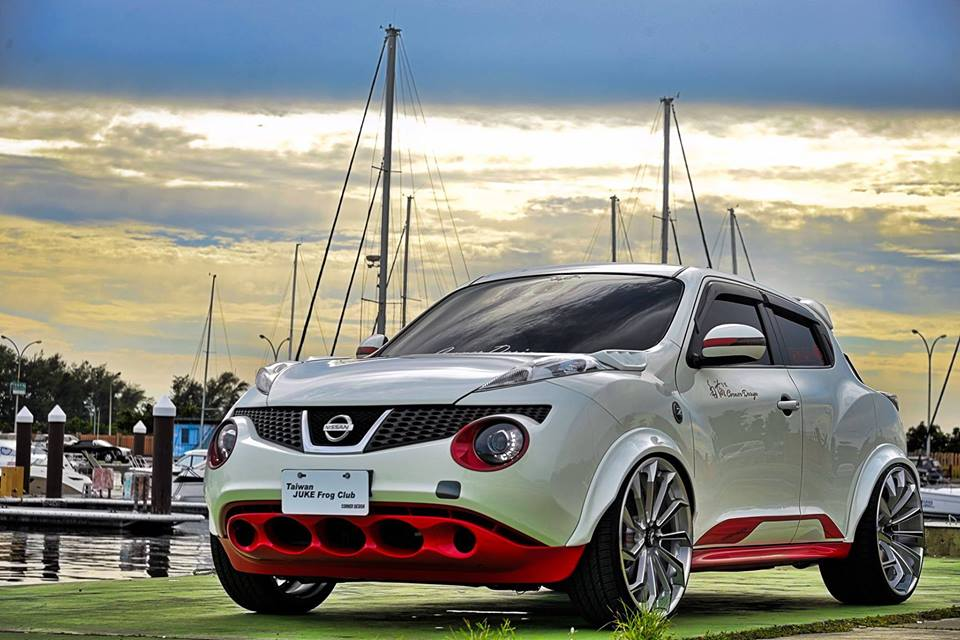 نيسان Juke widebody Forgiato Navaja ECX ضبط 1 madder bucket نيسان Juke Widebody على Forgiato Wheels