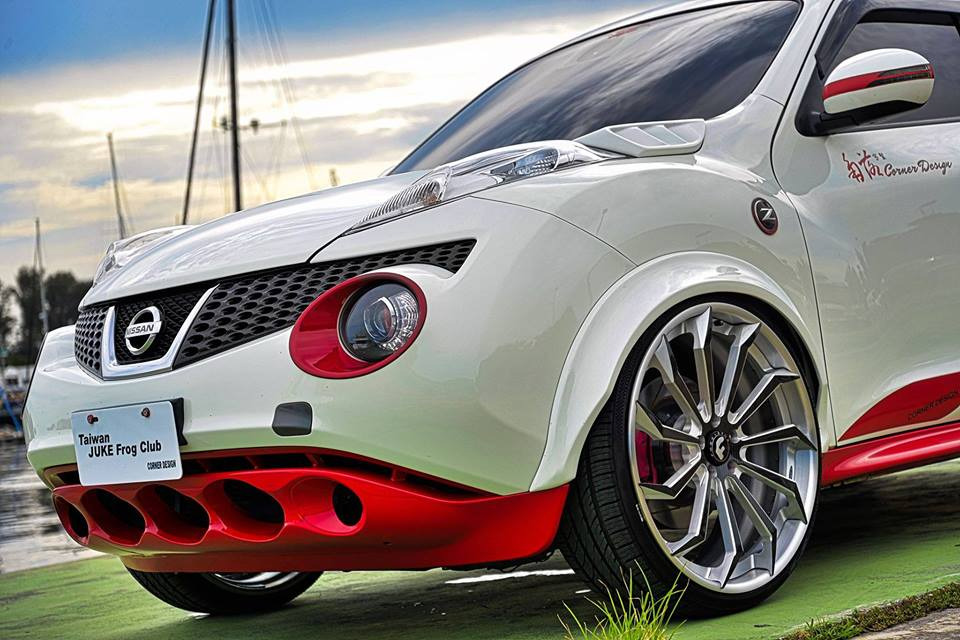 نيسان Juke widebody Forgiato Navaja ECX ضبط 2 madder bucket نيسان Juke Widebody على Forgiato Wheels