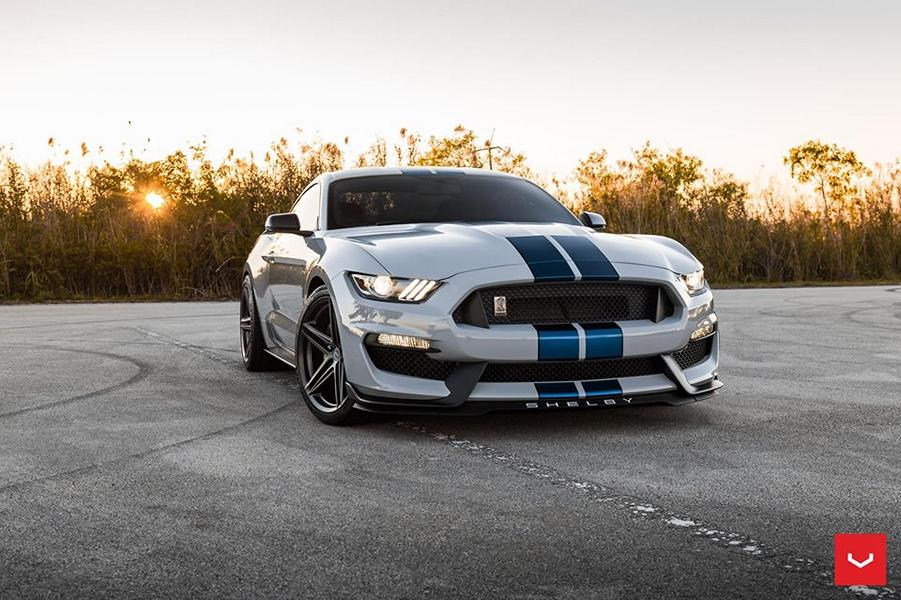 Ford Mustang Shelby GT350 on Vossen VFS 5 rims ...