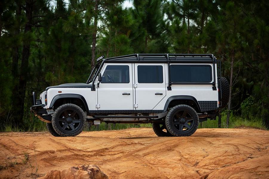 E.C.D. Project Savage Land Rover Defender Tuning LS3 V8 (1)