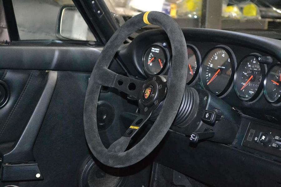 Momo sport steering wheel tuning Carstripping - do without weight-bearing parts