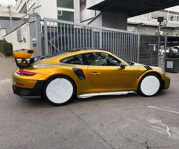 Folierung Gold Porsche 911 GT2 RS Tuning 1 Irre! 82.000€ Folierung in Gold am Porsche 911 GT2 RS