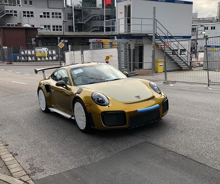 Folierung Gold Porsche 911 GT2 RS Tuning 2 Irre! 82.000€ Folierung in Gold am Porsche 911 GT2 RS