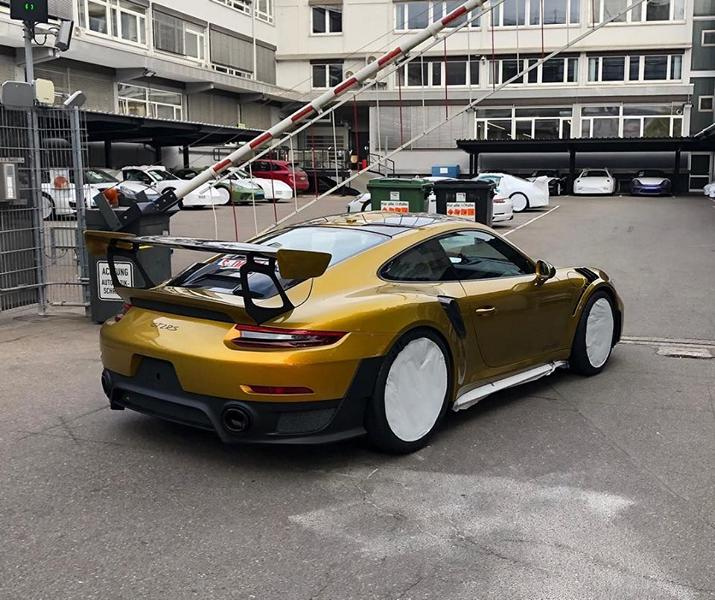Folierung Gold Porsche 911 GT2 RS Tuning 3 Irre! 82.000€ Folierung in Gold am Porsche 911 GT2 RS