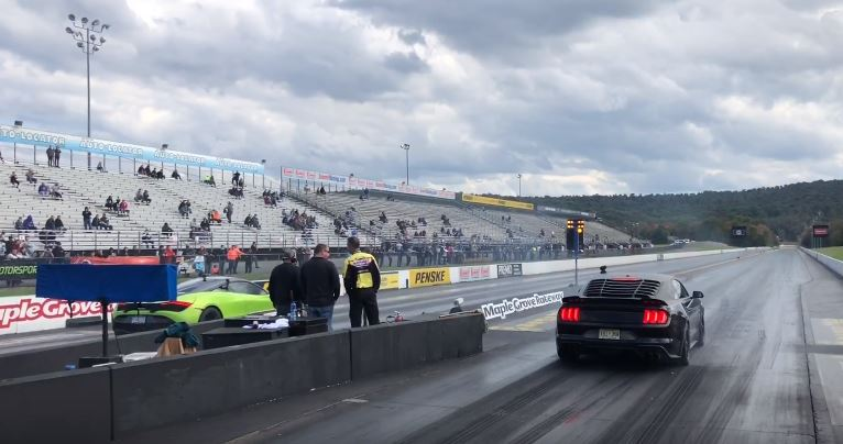 McLaren 720S vs. Ford Mustang GT Dragrace Video: McLaren 720S vs. Ford Mustang GT im Dragrace