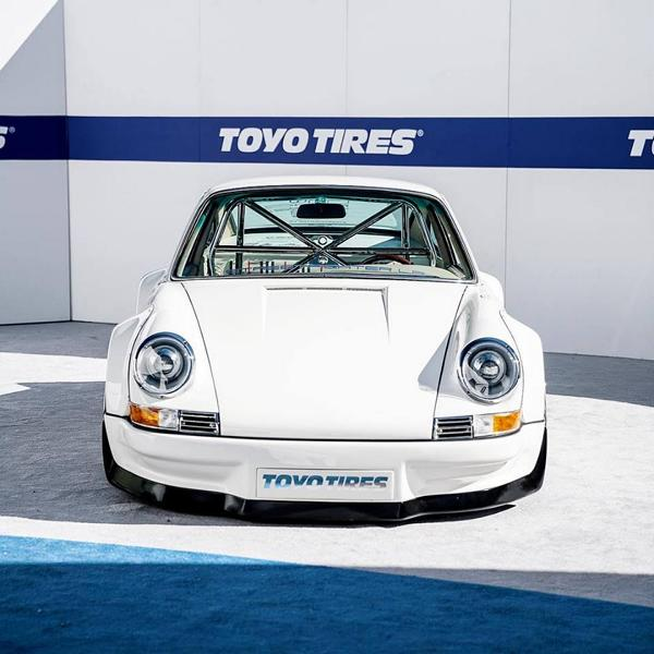 Single piece - RWB Porsche 911 with 700 PS Tesla electric motor