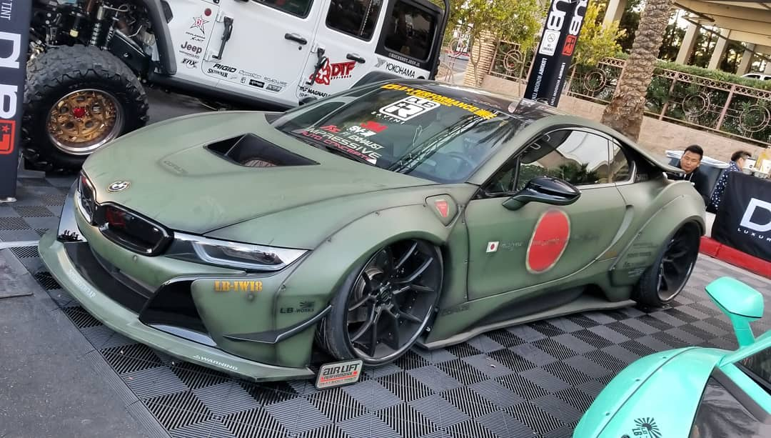Liberty Walk Widebody BMW i8 Airride Savini Folierung 37 Ultrafett: Liberty Walk Widebody BMW i8 mit Airride Fahrwerk