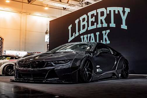 Liberty Walk Widebody BMW i8 Airride Savini Folierung 43 Ultrafett: Liberty Walk Widebody BMW i8 mit Airride Fahrwerk