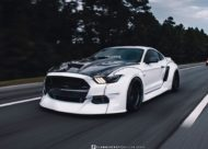 Widebody Ford Mustang GT clinched savini Airride 2 190x136 Black & White   Widebody Ford Mustang GT mit Airride