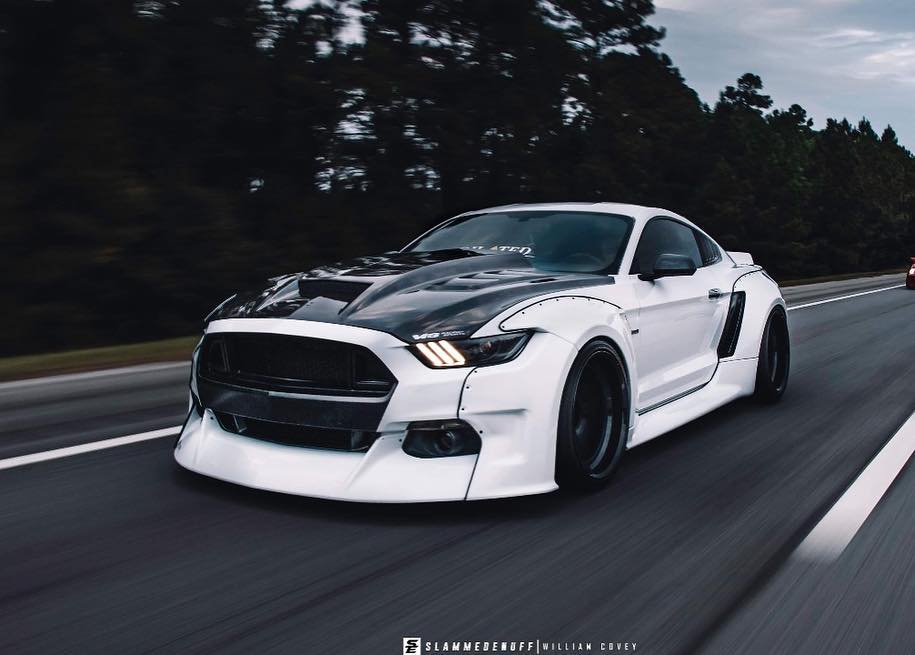 Widebody Ford Mustang GT clinched savini Airride 2 Black & White   Widebody Ford Mustang GT mit Airride