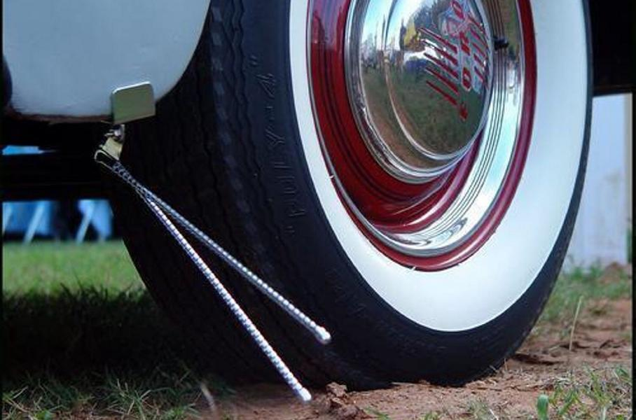 Accessories from the past - curb sensors for a vintage car
