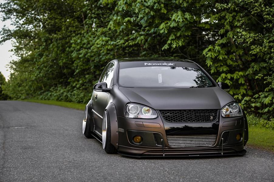 VW Golf 5 MKV Clinched Widebody Tuning 33 Fett: VW Golf 5 (MKV) mit Clinched Widebody Aufsätzen