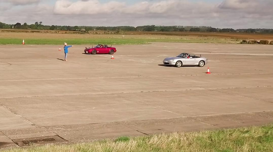 Dragrace Rocketeer V6 Mazda MX 5 vs. MX 5 Video: Dragrace   Rocketeer V6 Mazda MX 5 vs. MX 5