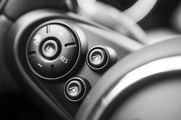 GPS retrofit tuning steering wheel buttons pinpoint navigation for the car for retrofitting!