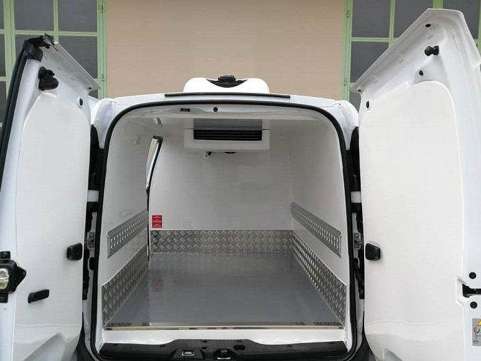 Refrigerated vehicle Refrigerated car refrigerated van 5 e1576475031753 For the service business: conversion to a refrigerated vehicle!