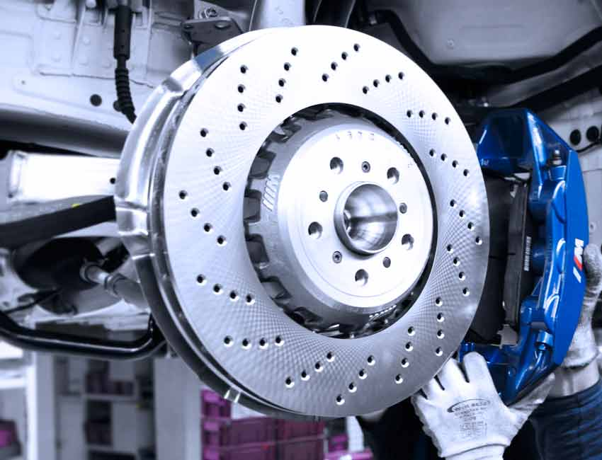 Compound brake system Brake discs 3 Brake fluid: change interval and what it costs!
