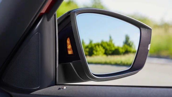 Blind Spot Assistant, retrofitting Side Assist 4 e1577943959349 Direct and indirect vision: Avoiding accidents caused by blind spots