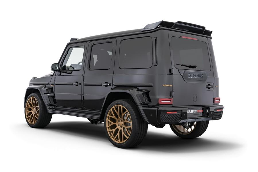 Brabus 800 Black Gold Edition G63 Merceds Benz W463A 2 Detailarbeit beim Tuning   die Side Roof Cover am Auto!
