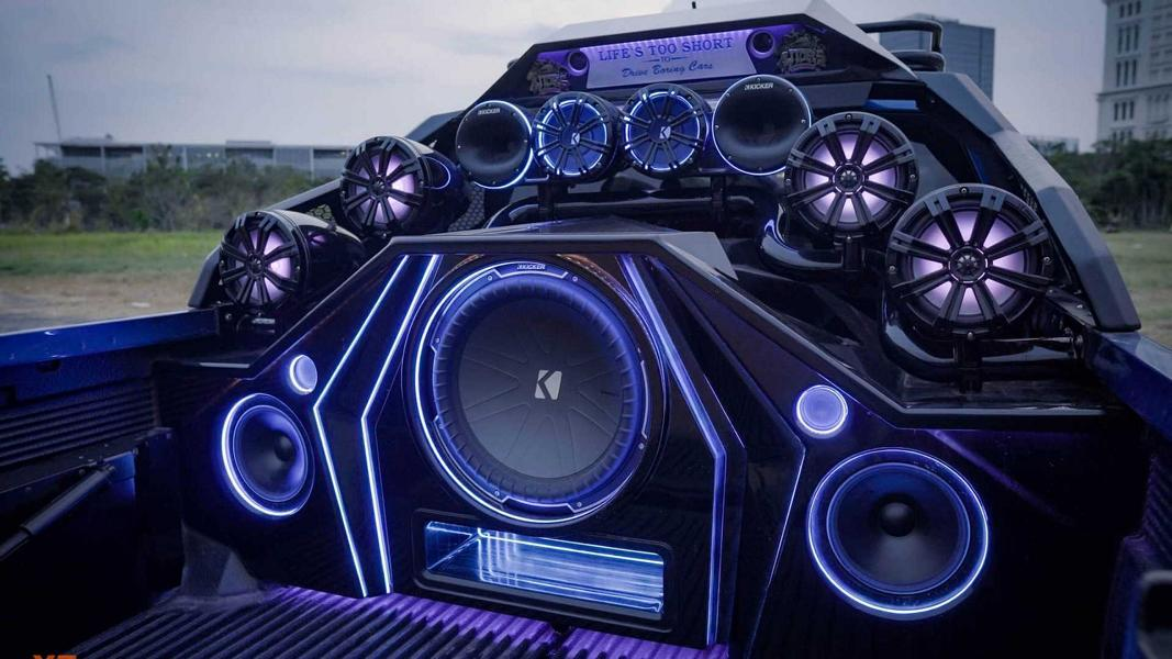 Verrücktes Soundsystem für den Ford Ranger Raptor 2 Eine neue Sound Anlage im Auto? Das gilt es zu beachten!