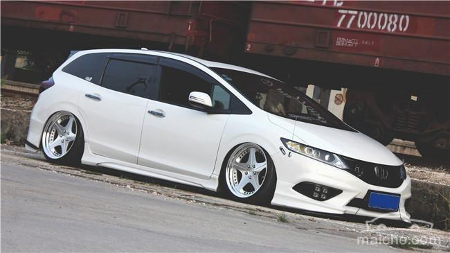 Honda Jade Stance Tuning Airride VSXX rims 20 Honda Jade with stance tuning so cool a minivan can be.